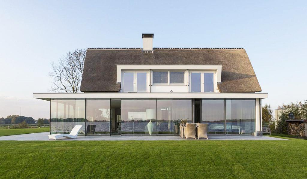 Luxe nieuwbouw villa gebouwd door Niesing Bouwbedrijf aan de Nieuwkoopse plassen